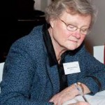 Mieke van der Ven-Heere draagt voorzittershamer CDAV over.
