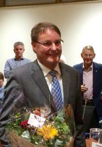 Peter Luijendijk krijgt felicitaties na de beëdiging