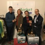 CDA schenkt pindakaas aan Kledingbank UnieK